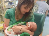 Hannah Chapman with her baby daughter Maisie who died from mitochondrial disease at six-months old